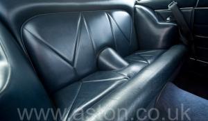 вид сбоку Астон Мартин DB6 Mk1 1968. Кликните для просмотра фото автомобиля большего размера.