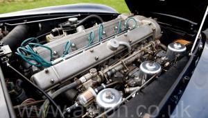 вид спереди Астон Мартин DB6 Mk1 1968. Кликните для просмотра фото автомобиля большего размера.