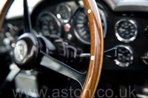 на трассе Астон Мартин DB6 Mk1 1968. Кликните для просмотра фото автомобиля большего размера.