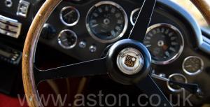 на дороге Астон Мартин DB6 Mk1 1969. Кликните для просмотра фото автомобиля большего размера.