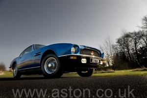 купить Астон Мартин AM Vantage 1973. Кликните для просмотра фото автомобиля большего размера.