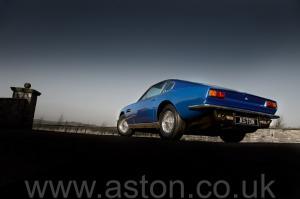 вид Астон Мартин AM Vantage 1973. Кликните для просмотра фото автомобиля большего размера.