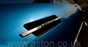 обзор Астон Мартин AM Vantage 1973. Кликните для просмотра фото автомобиля большего размера.