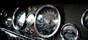 красивый Астон Мартин AM Vantage 1973. Кликните для просмотра фото автомобиля большего размера.
