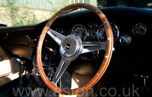 на дороге Астон Мартин AM Vantage 1973. Кликните для просмотра фото автомобиля большего размера.