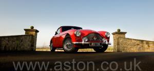 красивый Астон Мартин DB2/4 MkIII DHC 1958. Кликните для просмотра фото автомобиля большего размера.