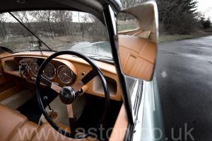 на дороге Астон Мартин Последний DB2 Mk1 1953. Кликните для просмотра фото автомобиля большего размера.