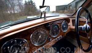 вид сбоку Астон Мартин Последний DB2 Mk1 1953. Кликните для просмотра фото автомобиля большего размера.