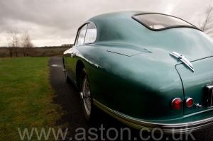 вид сзади Астон Мартин Последний DB2 Mk1 1953. Кликните для просмотра фото автомобиля большего размера.
