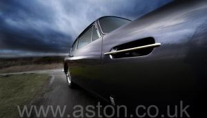 обзор Астон Мартин DB6 Mk1 1969. Кликните для просмотра фото автомобиля большего размера.
