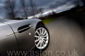 салон Астон Мартин Вэнкуиш (Vanquish) 2003. Кликните для просмотра фото автомобиля большего размера.