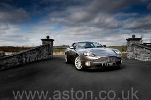 фотографии Астон Мартин Вэнкуиш (Vanquish) 2003. Кликните для просмотра фото автомобиля большего размера.
