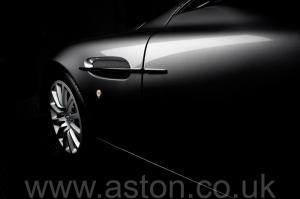 фотография Астон Мартин Вэнкуиш (Vanquish) 2003. Кликните для просмотра фото автомобиля большего размера.