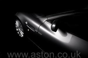 разгон Астон Мартин Вэнкуиш (Vanquish) 2003. Кликните для просмотра фото автомобиля большего размера.