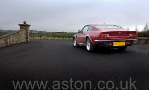 на дороге Астон Мартин V8 Vantage X-Pack 1988. Кликните для просмотра фото автомобиля большего размера.
