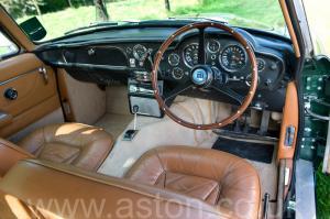 вид спереди Астон Мартин DB6 Mk 1 1966. Кликните для просмотра фото автомобиля большего размера.