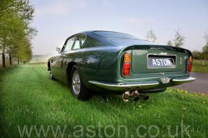 обзор Астон Мартин DB6 Mk 1 1966. Кликните для просмотра фото автомобиля большего размера.