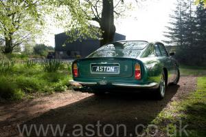 на трассе Астон Мартин DB6 Mk 1 1966. Кликните для просмотра фото автомобиля большего размера.