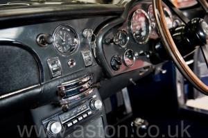 вид сбоку Астон Мартин DB6 Mk 1 спецификации Vantage 1967. Кликните для просмотра фото автомобиля большего размера.