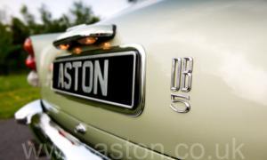 обзор Астон Мартин DB5 1965. Кликните для просмотра фото автомобиля большего размера.