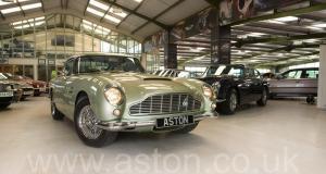 красивый Астон Мартин DB5 1965. Кликните для просмотра фото автомобиля большего размера.