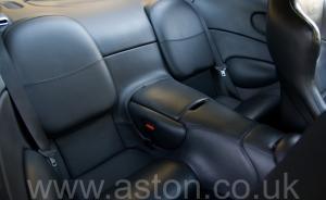 на дороге Астон Мартин Db7 GT 2003. Кликните для просмотра фото автомобиля большего размера.