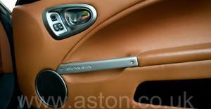 разгон Астон Мартин Vanquish V12 2002. Кликните для просмотра фото автомобиля большего размера.