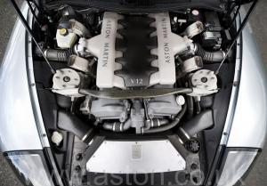 вид спереди Астон Мартин Vanquish V12 2002. Кликните для просмотра фото автомобиля большего размера.
