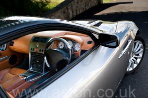 вид Астон Мартин Vanquish V12 2002. Кликните для просмотра фото автомобиля большего размера.