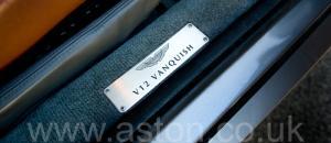 обзор Астон Мартин Vanquish V12 2002. Кликните для просмотра фото автомобиля большего размера.