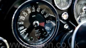 вид спереди Астон Мартин DB6 MK1 1967. Кликните для просмотра фото автомобиля большего размера.
