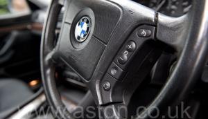фотография BMW 750iL V12 1998. Кликните для просмотра фото автомобиля большего размера.