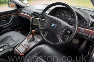 вид сбоку BMW 750iL V12 1998. Кликните для просмотра фото автомобиля большего размера.