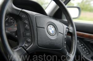 обзор BMW 750iL V12 1998. Кликните для просмотра фото автомобиля большего размера.