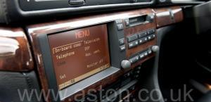красивый BMW 750iL V12 1998. Кликните для просмотра фото автомобиля большего размера.