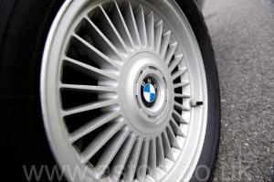 на дороге BMW 750iL V12 1998. Кликните для просмотра фото автомобиля большего размера.